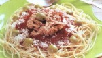 0031_espaguetti_rojo_con_atun.jpg
