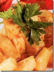 Pollo con piña en salsa de chipotle. Receta para Navidad | cocinamuyfacil.com