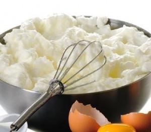 Como batir claras de huevo a punto de turrón o nieve