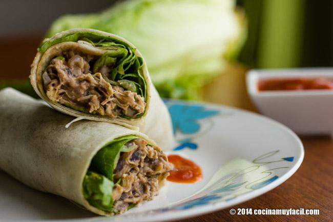 Burritos mexicanos de pollo. Receta | cocinamuyfacil.com