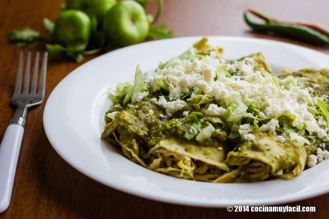 Enchiladas verdes. Receta | cocinamuyfacil.com