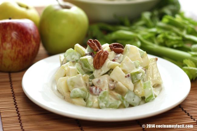 Ensalada de manzana Waldorf. Receta para Navidad | cocinamuyfacil.com
