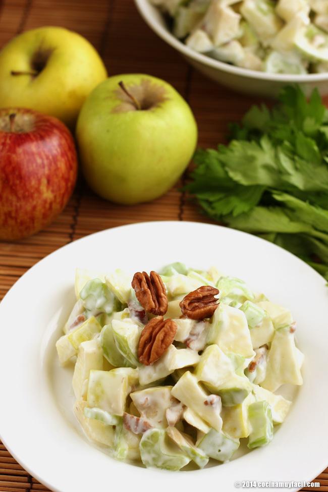 Ensalada de manzana Waldorf. Receta para Navidad   cocinamuyfacil.com