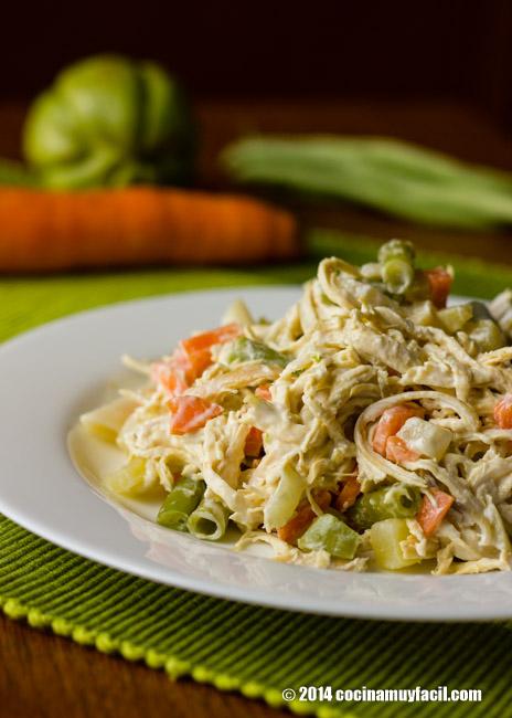 Ensalada de pollo con verduras | cocinamuyfacil.com