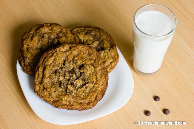 Galletas con chispas de chocolate. Receta | cocinamuyfacil.com