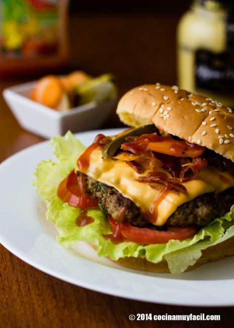 Hamburguesa de res casera. Receta | cocinamuyfacil.com