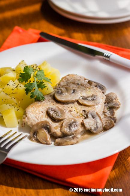 Lomo de cerdo en salsa de champiñones. Receta | cocinamuyfacil.com