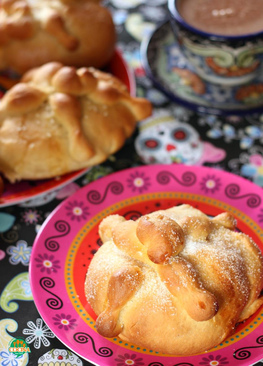 Hojaldras o pan de muerto. Receta | cocinamuyfacil.com