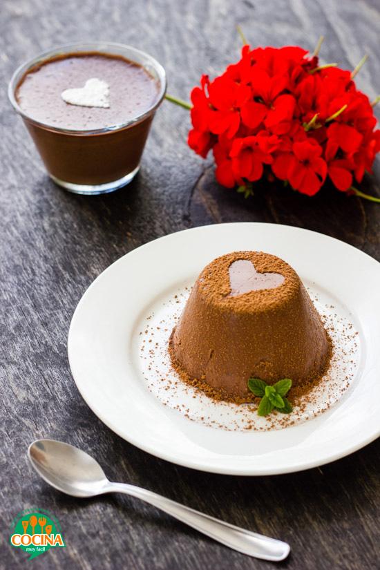 Panna cotta de chocolate. Receta de San Valentín | cocinamuyfacil.com