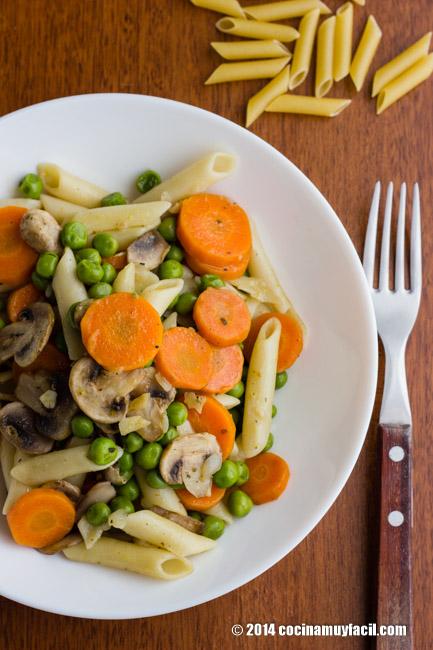 Pasta with vegetables. Recipe | cocinamuyfacil.com/en/