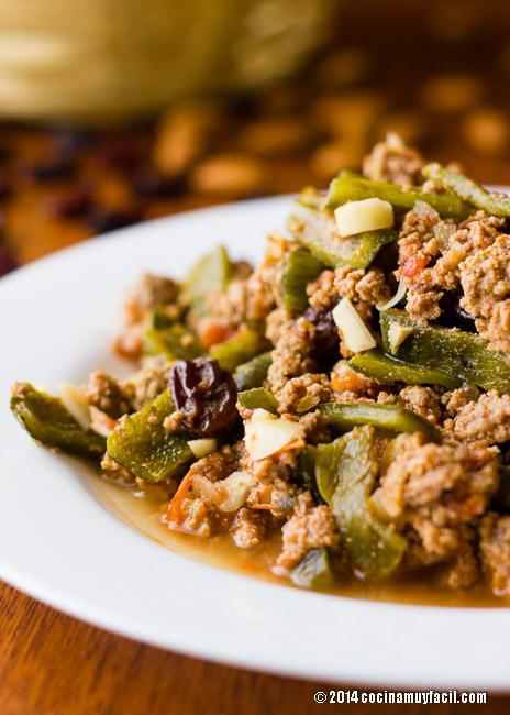 Picadillo con rajas poblanas | cocinamuyfacil.com