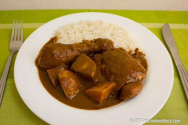 Pipián rojo con pollo | cocinamuyfacil.com