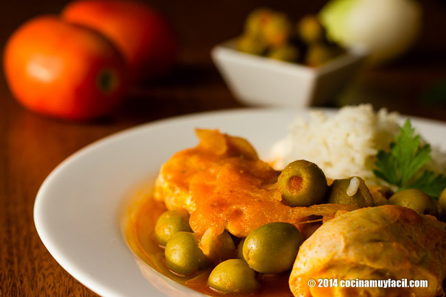 chicken in olive sauce| cocinamuyfacil.com