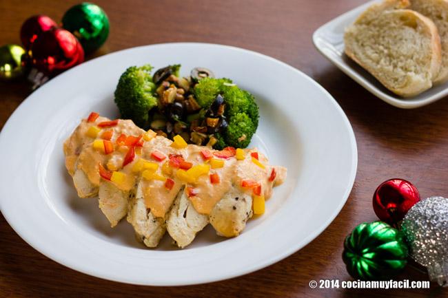Chicken breasts in sweet pepper cream. Recipe for Christmas | cocinamuyfacil.com/en/