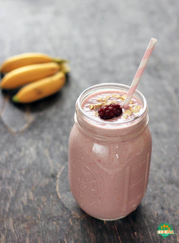 Smoothie de zarzamora y plátano. Receta | cocinamuyfacil.com