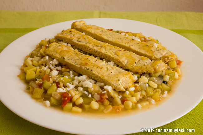 Calabacitas con elote a la mexicana. Receta | cocinamuyfacil.com