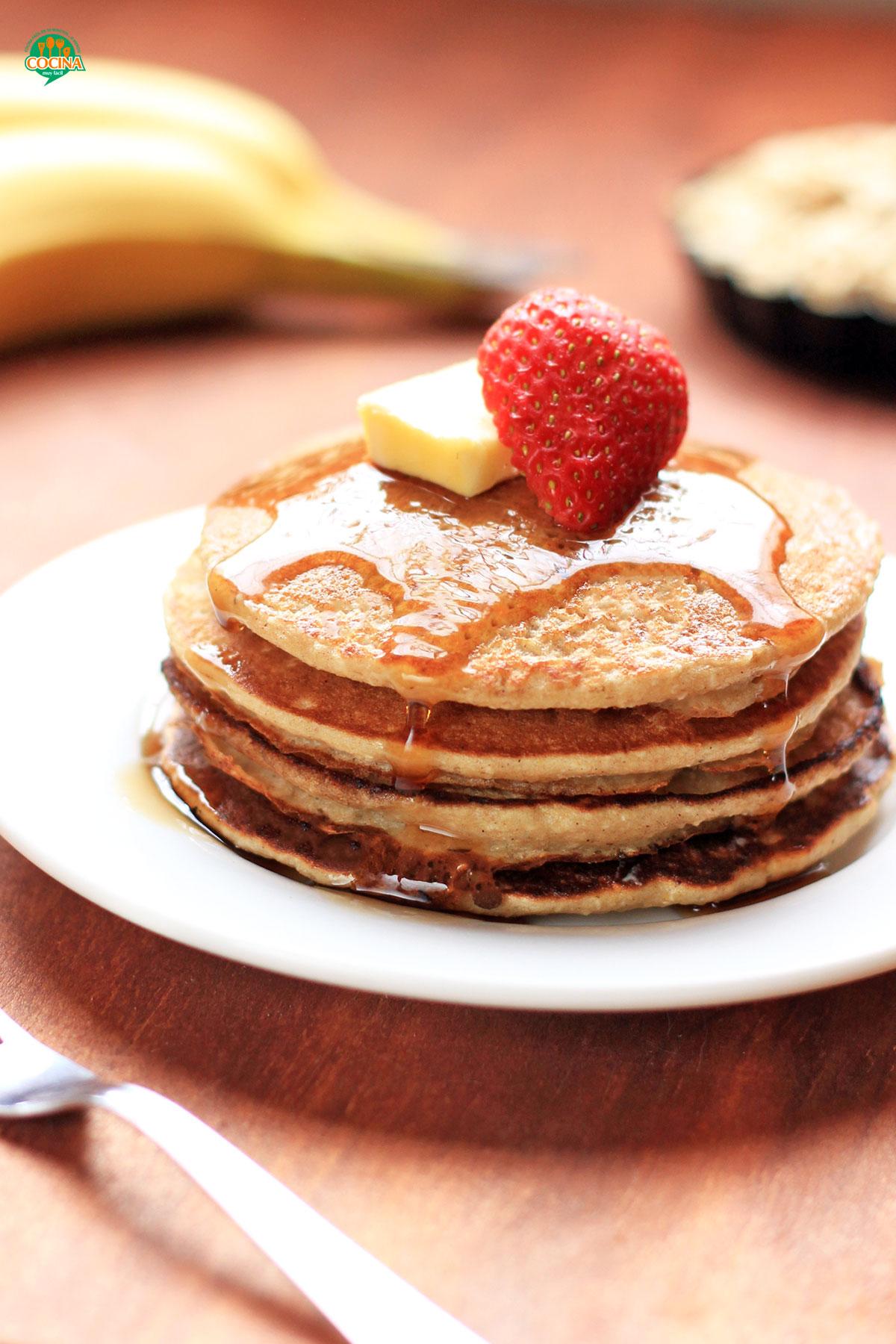 Cómo hacer hot cakes con avena y plátano. Receta | cocinamuyfacil.com