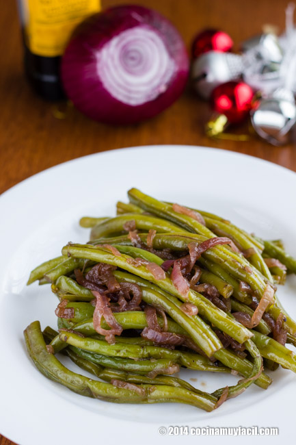 Ejotes salteados con cebolla morada. Receta de Navidad | cocinamuyfacil.com