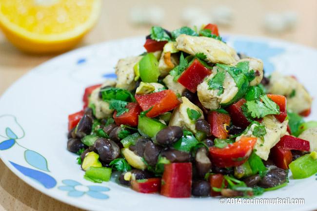 Chicken and black bean salad with orange vinaigrette   cocinamuyfacil.com