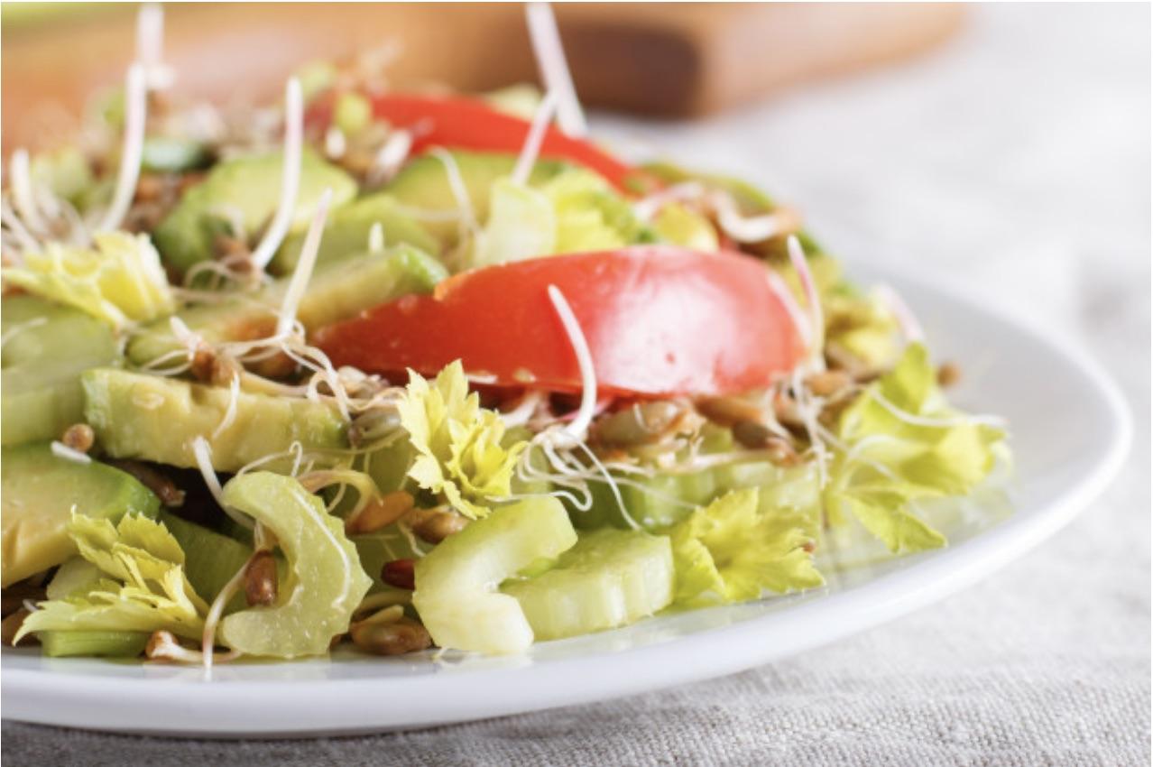 Ensalada de Apio y Aguacate. Receta | cocinamuyfacil.com