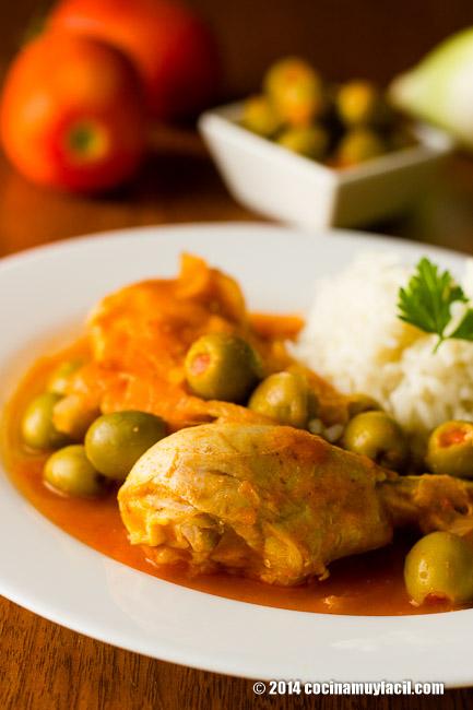 Pollo en salsa de aceitunas   cocinamuyfacil.com