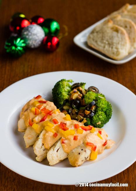 Pollo en crema de pimientos. Receta de Navidad | cocinamuyfacil.com