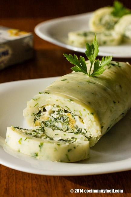 Spinach stuffed potato roll. Recipe | cocinamuyfacil.com