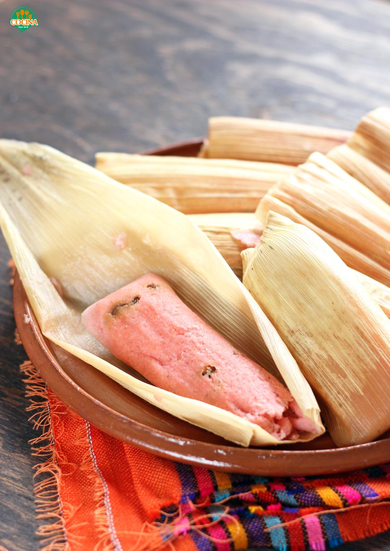 Tamales dulces de piñón y pasas. Receta | cocinamuyfacil.com